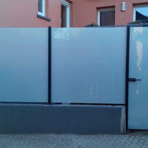 Auer_GmbH_Pirmasens_Zaun_Glas_Montage_Handwerker_sichtschutz