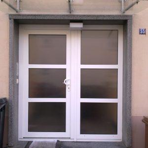 Auer_GmbH_Pirmasens_Zaun_Glas_Montage_Handwerker_vordach